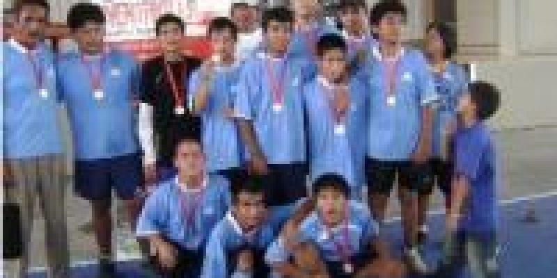 Selección de fútbol de jovenes con habilidades diferentes