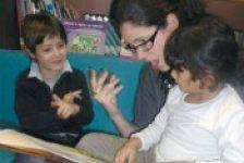 Consejos y estratégias para enseñar a leer a niños con discapacidad auditiva