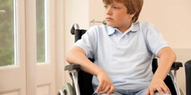 México – Aprovechan tecnologías para adaptar silla de ruedas para niño con discapacidad motríz severa