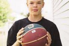 Jason McElwain –  A pesar de tener autismo es la estrella del equipo de baloncesto