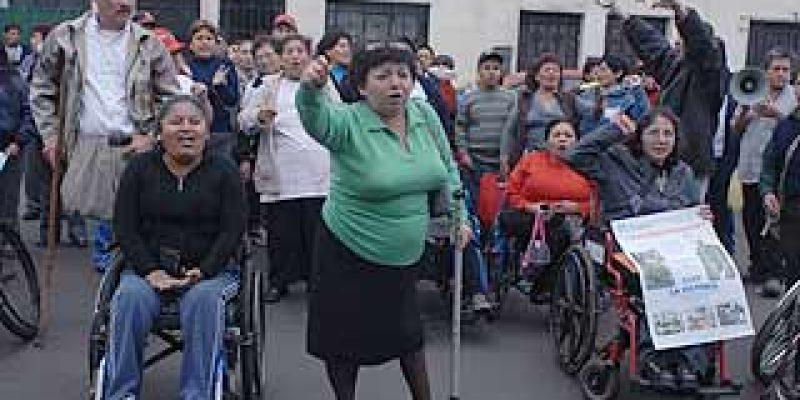 Perú – Discapacitados marchan rumbo al congreso y exígen recursos para educación, salud y trabajo
