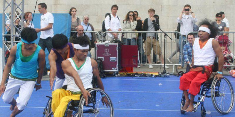 Personas con discapacidad de Camboya recuperan la autoestima gracias a la danza