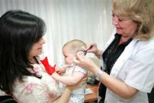 Argentina – Oídos biónicos para bebita con sordera profunda