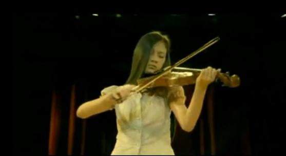 spot-niña-sorda-toca-violín