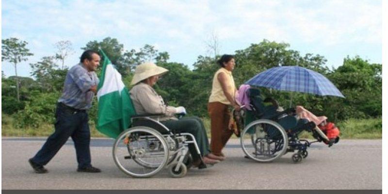 Bolivianos con discapacidad exigen bono del gobierno