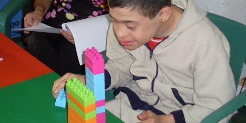Niño con Síndrome de Down entorno escolar y grupo terapéutico
