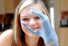 Mano con dedos biónicos para niña de 15 años