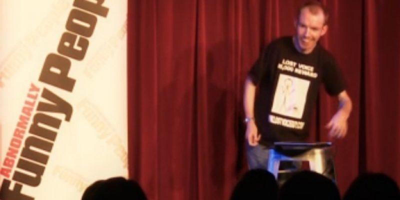 Lee Ridley comediante mudo que usa ipad para sus rutinas