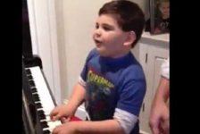 Niño autista pianista causa sensación