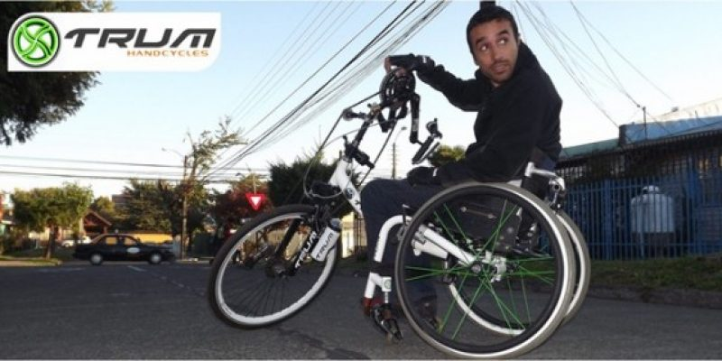 Emprendedor con discapacidad crea bicicletas de manos