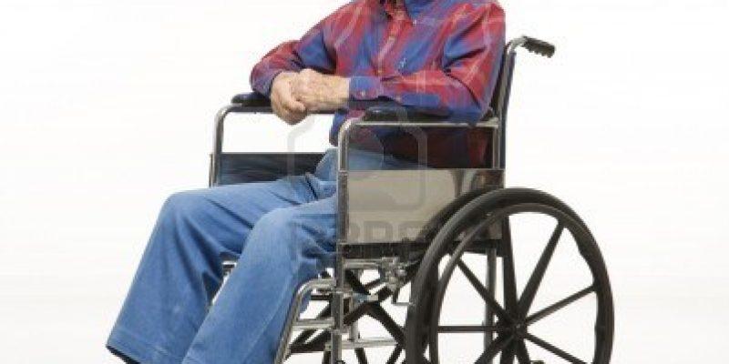 Tercera edad y manejo de la silla de ruedas