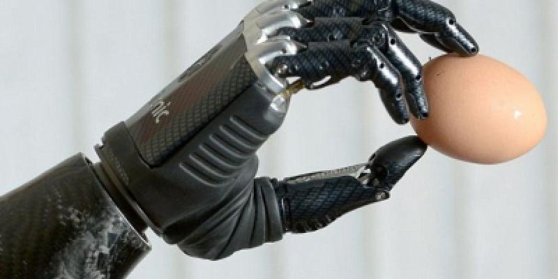 Crean nuevo brazo biónico que obedece impulsos cerebrales