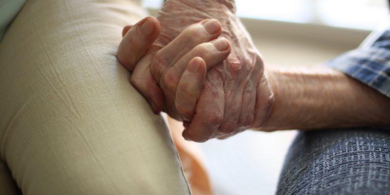 Tercera edad orientación para familias en su fase terminal