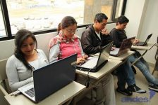 Bono de Desarrollo Humano programa de becas para beneficiarios