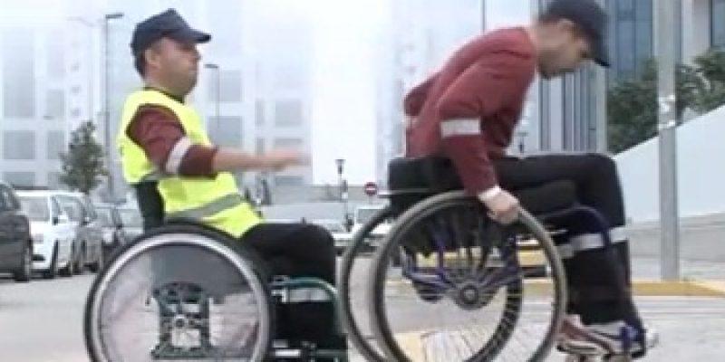Manejo de la silla de ruedas trucos para bordillos y escalones