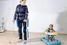 Rewalk exoesqueleto para caminar versión 2.0