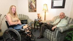 Mujer completamente sana sueña con ser discapacitada