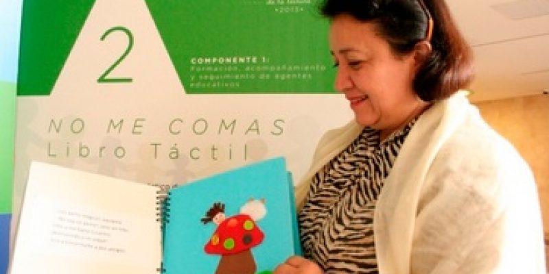 Crean libro táctil para niños con discapacidad visual en Colombia