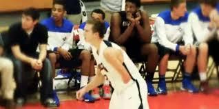 El sorprendente basquetbolista de un brazo