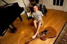 George Dennehy el guitarrista sin brazos