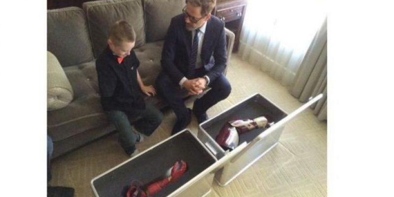 Iron Man entrega brazo bionico a niño amputado