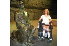 Kathleen Downes, usar silla de ruedas no es estar confinado