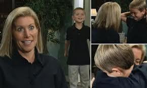 Mujer sorda oye voz de su hijo por primera vez