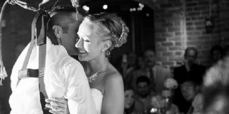 Paraplejico baila con novia en su boda