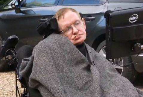 Stephen Hawking se une al reto de la cubeta de hielo