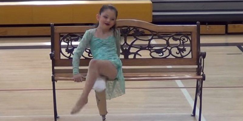 Bailarina amputada de 8 años conmueve en recital de danza