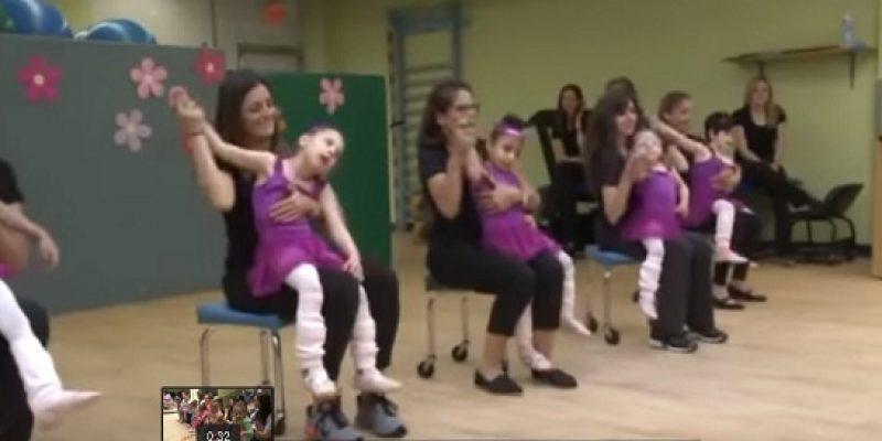 Niñas con discapacidad participan en recital de ballet