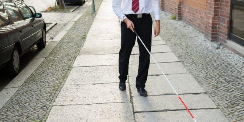 Crean baston para ciegos que reconoce rostros