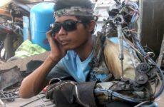 Indonesio construyó un brazo bonico con chatarra