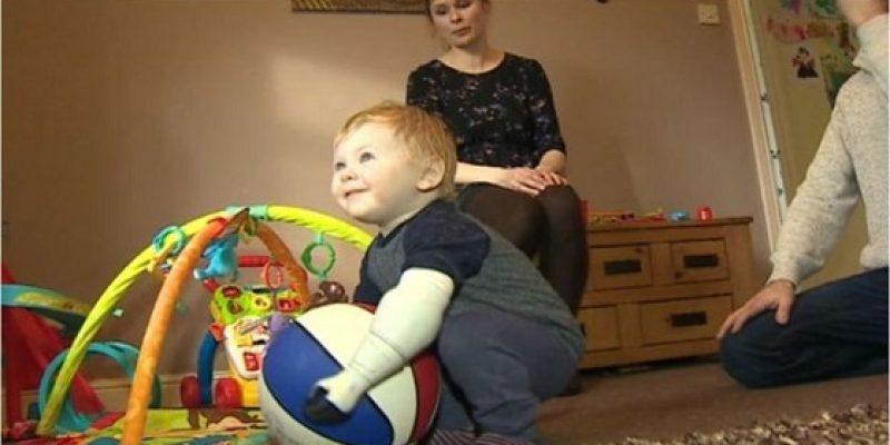 Creó una prótesis de brazo 3D para su bebé