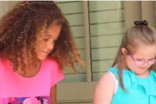 Niño dedica cancion a hermana con sindrome de Down