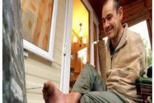 http://www.discapacidadonline.com/wp-content/uploads/2012/01/discapacidad-superacion-pintor-sin-brazos.jpg