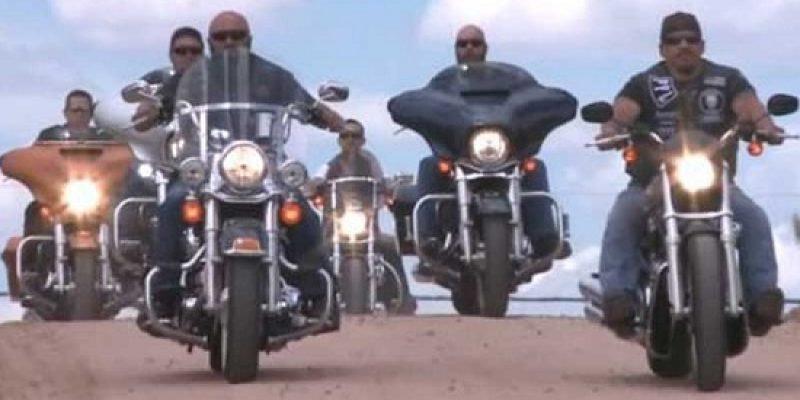 Motociclistas ayudan niña con discapacidad victima de bullying