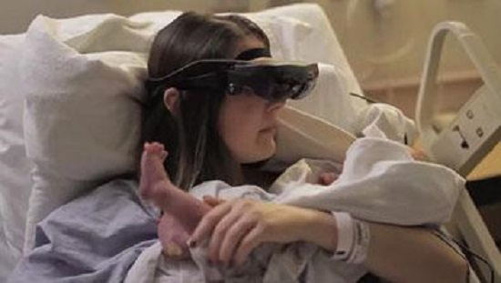 mujer-ciega-ve-a-su-bebe-por-primera-vez