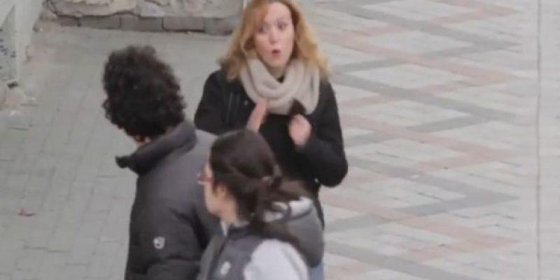 Aprendieron lenguaje de signos para comunicarse con vecino sordomudo