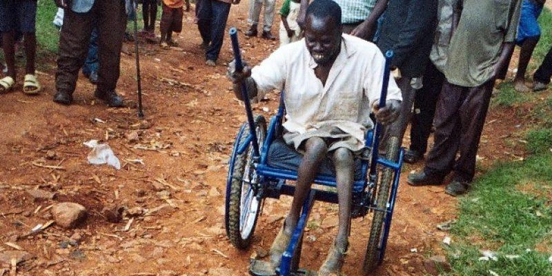 Crean Silla de ruedas todo terreno y a bajo costo